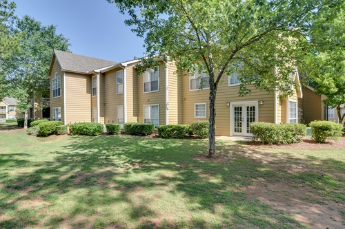 Jefferson Point Apartments, 66 Jefferson Pkwy, Newnan, GA 30263 - Jefferson Point Apartments, 66 Jefferson Pkwy, Newnan, GA 30263 - Grounds